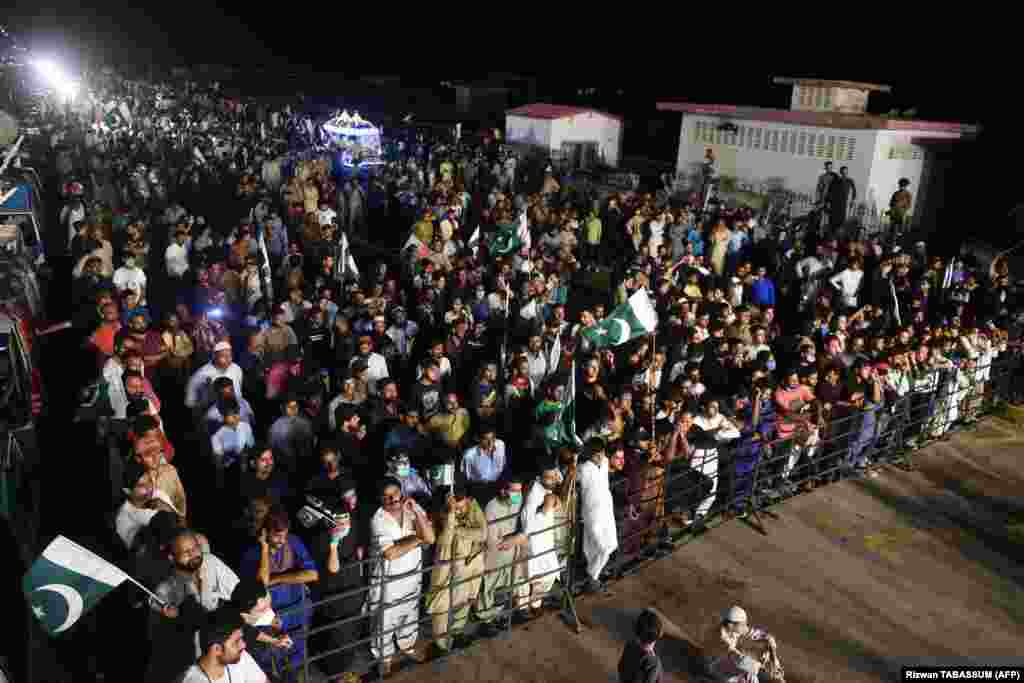 Large crowds gathered for Independence Day celebrations in Karachi as the government announced an end to COVID-19 lockdown measures.