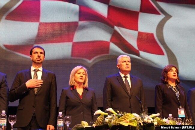 Pismo Čavare (krajnje lijevo, na fotografiji sa vrhom HDZ BiH) možete pročitati klikom na fotografiju