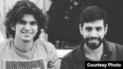 عکسی که از وکیل میلاد ناظری و شبیر حسینی نیک، دانشجویان دانشگاه شاهرود در شبکههای اجتماعی منتشر شده است.