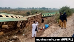 ترین مسافربری که در ایالت سند پاکستان از خط بیرون شده است