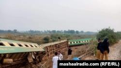 د پاکستان په جنوبي سند ایالت کې له کرښې وتلی مسافر وړونکی رېل ګاډی