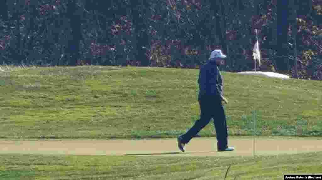 Donald Trump Virginiában golfozott, miközben a CNN és az AP bejelentette Joe Biden győzelmét.