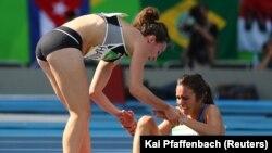 A 2016-os riói olimpián az új-zélandi Nikki Hamblin állt meg a női 5000 méteres futás elődöntőjében, amikor észrevette, hogy amerikai versenyfele, Abbey D'Agostino megsérült. Felsegítette, és együtt fejezték be a versenyt.