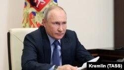 Президент России Владимир Путин на видеоконференции в Москве. 20 мая 2021 года.