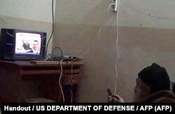 کفته میشود این آخرین عکسی است که از بن لادن در پناهگاهش قبل از کشته شدن در هفتم می ۲۰۱۱ گرفته شده است