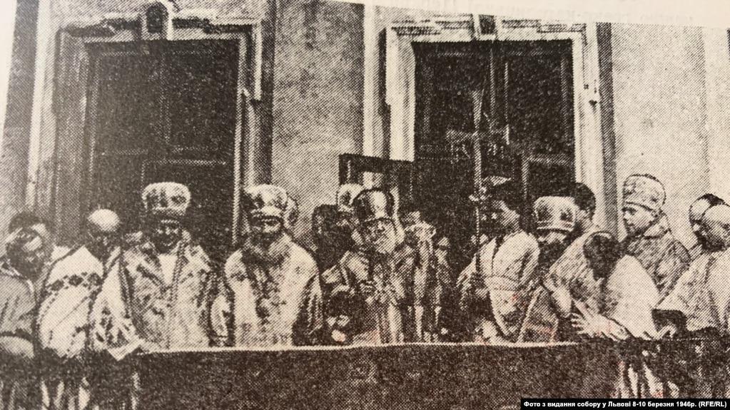 Учасники песвдособору 1946 року на балконі митрополичих палат
