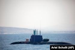 یک زیردریایی نیروی دریایی اسرائیل در نزدیکی میدان گازی لویاتان در دریای مدیترانه در اول سپتامبر ۲۰۲۱