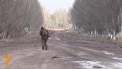 Ukrainian Volunteers Hold Checkpoint From Separatist Attacks