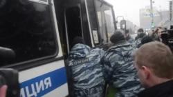 """В День Конституции задержан лидер партии """"Яблоко"""""""