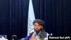 Официальный представитель «Талибана» Забиулла Муджахид. Кабул, 17 августа 2021 года.