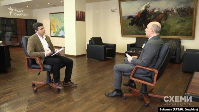 Також «Схеми» поговорили з міністром захисту довкілля та природних ресурсів Романом Абрамовським