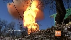 Журналисты Рейтер попали под обстрел рядом с Дебальцево и сняли взрыв газопровода