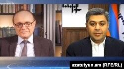 Артур Ванецян (справа) дает интервью директору Армянской службы Радио Свободная Европа/Радио Свобода Грайру Тамразяну