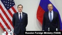 سرگی لاوروف وزیر خارجه (راست) و انتونی بلینکن٬ وزیر خارجه امریکا