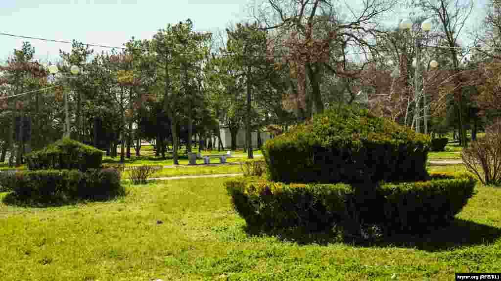 На старих і нових алеях парку