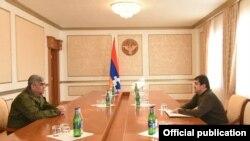 De fakto predsednik Nagorno-Karabaha Arajik Arutjunjan (desno) i šef bezbednosti regiona Vitalij Balasanjan (levo) izgleda da se nadmeću za kontrolu i uticaj na spornoj teritoriji. (arhivska fotografija)