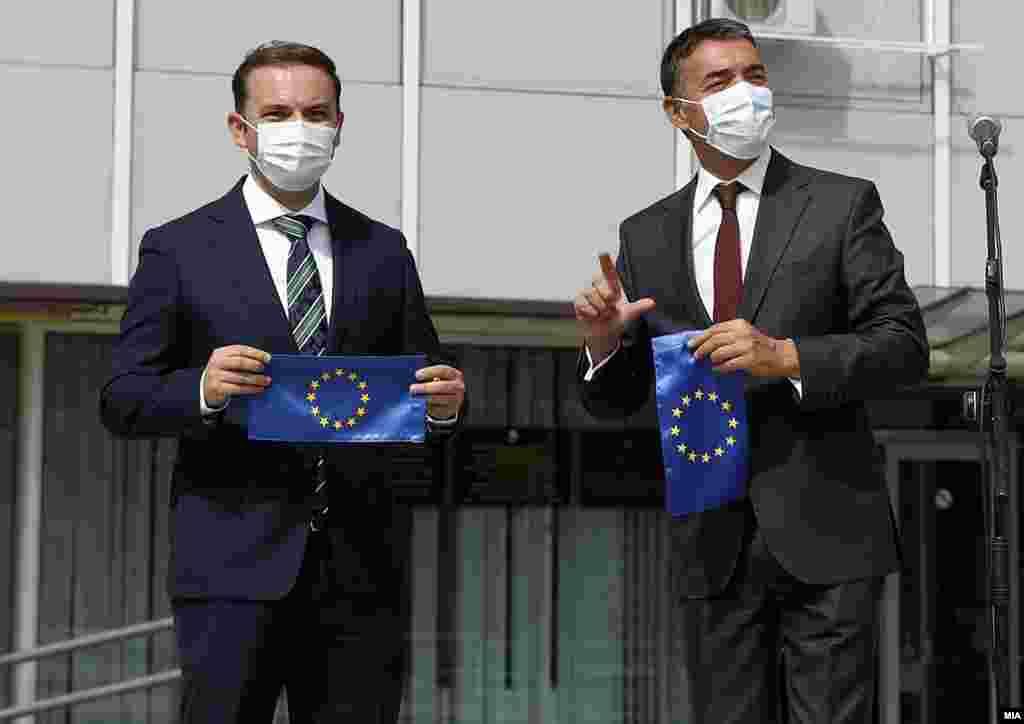 МАКЕДОНИЈА - Вицепремиерот за евроинтеграции Никола Димитров вели дека е битно пристапниот процес во ЕУ да се европеизира, а не да се балканизира. Тој денеска рече дека за македонската страна е битно македонскиот јазик и македонскиот идентитет да останат недопрени, а историските прашања да се решаваат од историчарите, за што има и механизам. Бугарија и на денешниот Совет за општи работи на ЕУ остана на ветото за Македонија.
