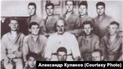 Василий Ощепков с учениками. Москва. 1920-е гг.