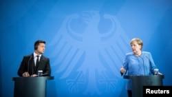 Президент України Володимир Зеленський та канцлерка Німеччини Ангела Меркель у Берліні, 12 липня 2021 року