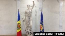 În holul Procuraturii Generale a Republicii Moldova