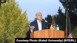 Бывший ректор Кабульского университета Мохаммад Усман Бабури выступает перед студентами и преподавателями, 22 сентября 2021 года.