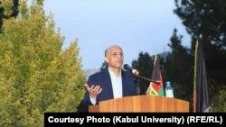 Кабул университетінің бұрынғы ректоры Мұхаммад Осман Бабыр студенттер мен оқытушылар алдында сөйлеп тұр. 22 қыркүйек 2021 жыл.
