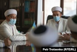 Имамы изучают казахский язык. Село Сортобе, Жамбылская область. 2 февраля 2021 года.