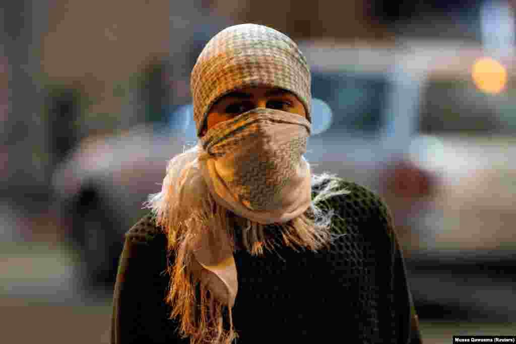 Egy palesztin tüntető Hebronban.