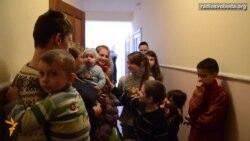 У таборі переселенців «Берізка-1» уже було одне весілля, дві жінки народили – пастор-волонтер