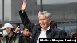 Алмозбек Отамбоев, президенти пешини Қирғизистон.