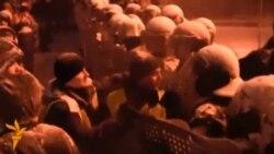 Protestatarii față în față cu trupele guvernamentale la Kiev