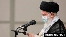 علی خامنهای در دیماه ۹۹ ورود واکسنهای آمریکایی و بریتانیایی کرونا به ایران «ممنوع» اعلام کرد