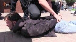 Після «Маршу рівності» вулицями Києва рушила молодь із екстремістськими гаслами (відео)