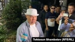 Алтынбек Сулайманов после допроса в МВД. Бишкек. 15 сентября 2021 года.