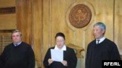 اين پژوهش نشان می دهد که تنها قضات هستند که گريستن متهمان و مظلومان در يک پروسه قضایی، بر آنها و حکمشان بی تاثير بوده است.