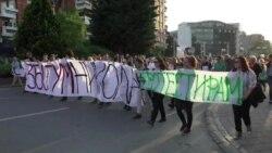 Збогум Никола - порачаа демонстраните пред Владата