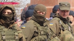 В Одессе у памятника Неизвестному матросу подрались проукраинские и пророссийские активисты