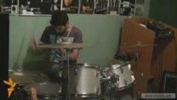 Մեկ թմբկահար մի քանի ռոք խմբում