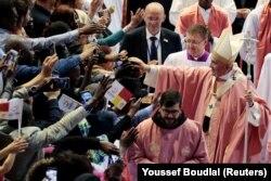 پاپ فرانسیس در دیدار با هوادارانش در مراکش در مارس ۲۰۱۹
