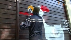 Молодики у балаклавах напали на будинок Добкіна та міськраду Харкова