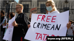 Demonstrators protest outside the Russian Embassy in Kyiv on September 5 after the detention of five Crimean Tatars in Crimea by the FSB.