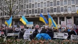 Лондонські українці протестували проти військового втручання Росії