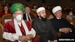 Слева направо: Верховный муфтий Талгат Таджутдин, муфти РТ Камиль Самигуллин, муфтий Москвы Альбир Крганов