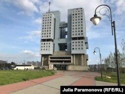 Благоустройство перед Домом Советов