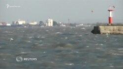 В Крыму из-за шторма не работает переправа через Керченский пролив (видео)