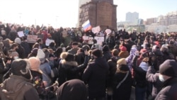 Thousands Defy Crackdown In Russia's Far East To Support Navalny