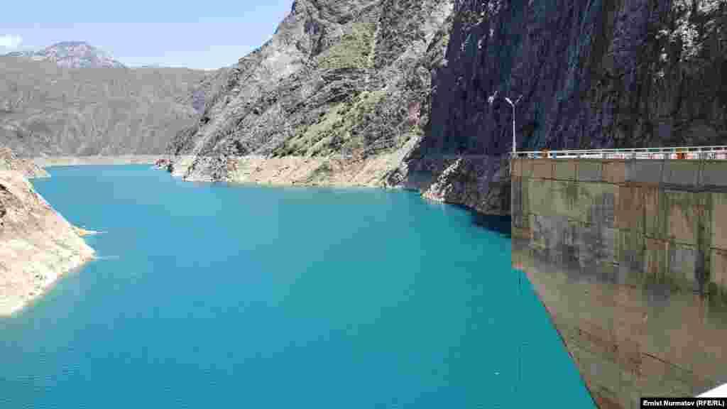 """2007-2008-жылдары """"Токтогулдагы"""" суу 7-8 млрд. куб метрге чейин азайып, элге электр энергиясын берүүгө чектөө киргизилген."""