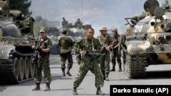 Վրաստան - Ռուսաստանցի զինծառայողները փակել են ճանապարհը Գորիի մերձակայքում, օգոստոս, 2008թ․