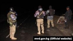 Охрана порядка на кыргызско-таджикской границе в ночь на 2 мая 2021 года. Баткенская область (Кыргызстан).