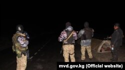Пограничный патруль, Баткенская область Кыргызстана в ночь на 2 мая.